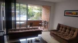 Apartamento amoblado de tres habitaciones en unidad residencial