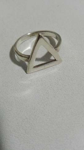 Anillo de Plata 925 Triangulo