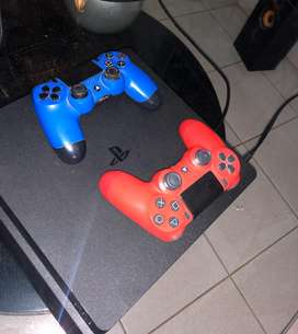 Playstation 4 Slim 1TB con 2 controles y juegos