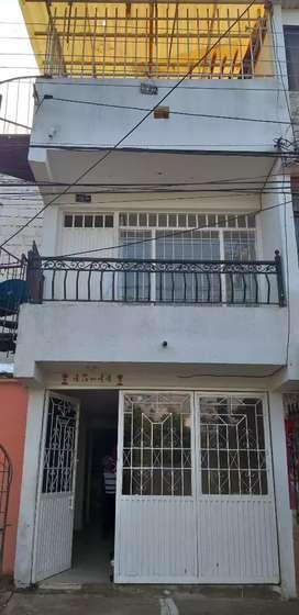 Vendo o permuto casa con tres apartamentos