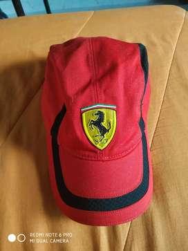 Vendo Gorra Original Ferrari