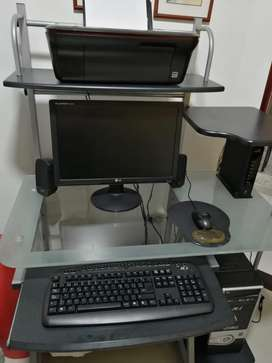 """Computador con monitor 19"""" Impresora y mesa"""