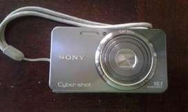 Camara SONY 16.1 Megapixeles Cybershot usada, contarjeta micro, bateria, cargador de bateria y funda.