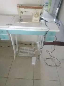 Vendo Maquina de coser singer la monita