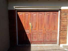 Vendo portón Garage de madera levadizo manual