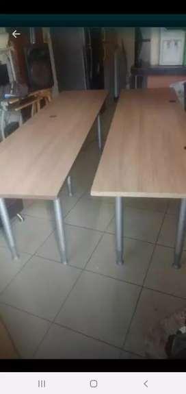 Vendo mesas  de escritorios medidas de 2.40 cm de largo x 60 cm de ancho