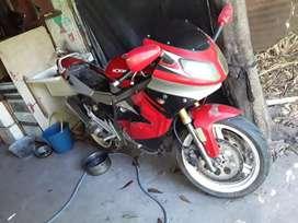 Vendo moto con papeles al dia .08 firmado y bateria nueva