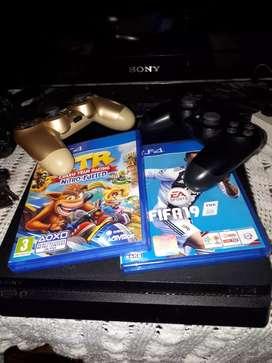 PSP 4  con dos videojuegos