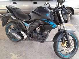 Moto gixxer en buenas condiciones