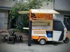 Motocarro totalmente equipado para  venta de comidas rápidas.
