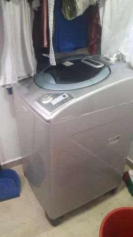 Vendo hermosa lavadora de 30 libras en perfecto estado  sólo un año de uso