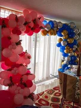 Arco orgánico doble - Decoración con globos y flores - Cumpleaños