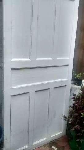 Puerta de madera fina