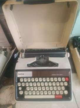 Maquinas de escribir para repuestos.