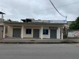 Terreno Esquinero de 300m2 con construccion de 3 locales de arriendo comercial en el Nuevo Quinindé