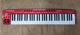 Piano controlador Behringer Umx 610