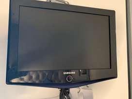 "VENDO TV LCD 19"" COMO NUEVO  190.000"