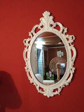 Espejo de algarrobo pintado en blanco