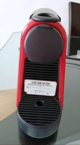 Cafetera de capsula Nexpresso Essenza Mini