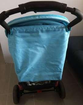 Coche Marca Priori. Color Azul. Incluye Porta Bebé