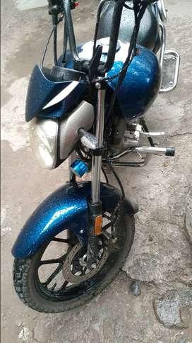 Vendo Moto ronco motor 200 con 16 mil kmde recorrido muy bien conservado