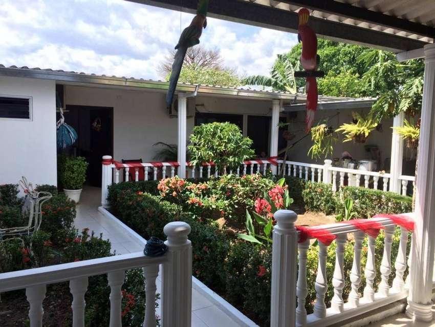 Hermosa Casa con Local Ubicada en Aguazu 0
