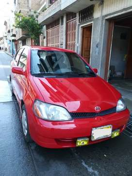 Auto Toyota Yaris Sedan Japonés