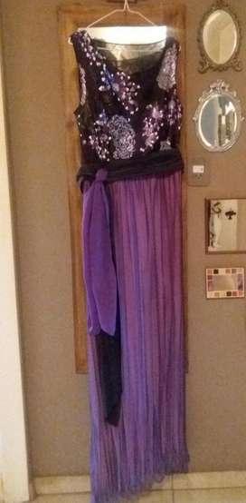 Vestido de fiesta bordado. Talle grande