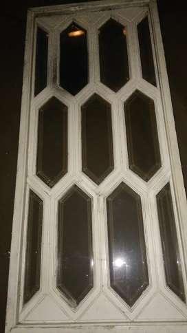 División en madera y vidrios biselados
