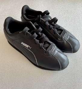 Deportivos Puma  original negros niño talla 33