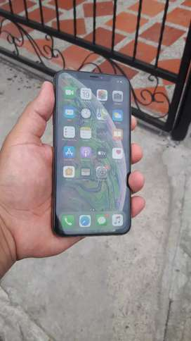 IPhone XsMax de 64 gigas cero detalle 6 meses de garantía con cargador original