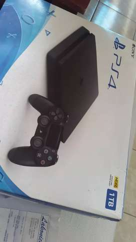 Playstation 4 en caja casi sin uso Sony pro
