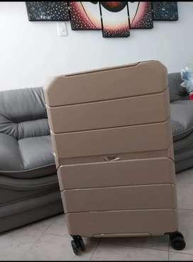 Hermosa maleta 28 kilos