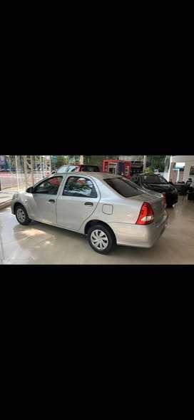 Vendo Toyota Etios X sedán