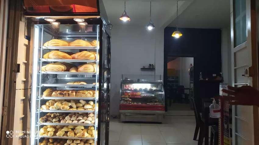 Cafetería y panadería 0