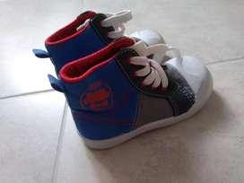 Zapatos de marca casi nuevos talla 23