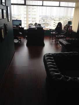 Venta oficina de 250m2 en Av. Quito y 9 de Octubre