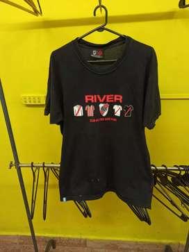 Remera de hombre con logo de river talle XL