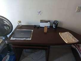 Se vende escritorio y silla tipo ejecutivo