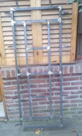 Aberturas hierro vidrio repartido