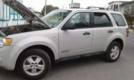 Se vende Ford Escape ano 2008 está todo al día recién enllantado s lo vende x motivo se viaje