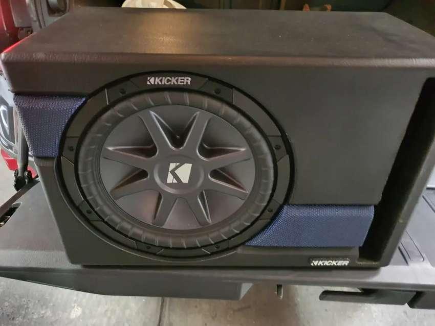 Cajon Con Bajo Kicker  + amplificador Kenwood clase D