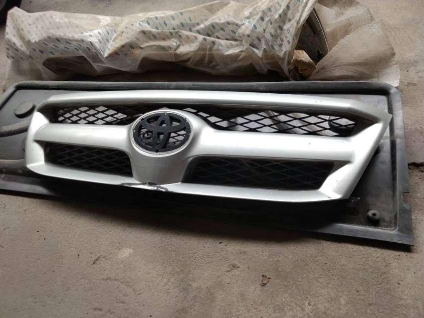 Parrilla Toyota Hilux 05-08