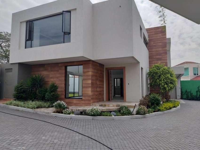No Adosada Moderna Casa en venta  Nueva Amplio Jardin de 3 Dorm. 0