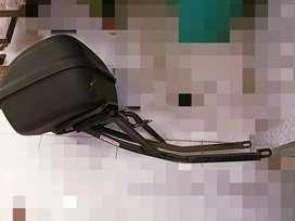 Cajón marca ODIN/FRANK de 38lt + Parrilla PROMECOL 15kg
