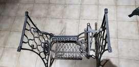 Mesa antigua máquina de coser Singer