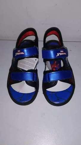 Lindas sandalias para niño que alumbran