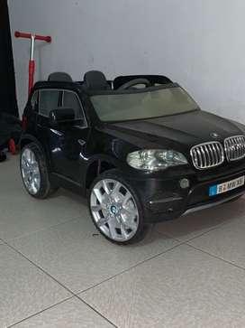 VENDO CARRO BMW DE BATERÍA POR FALTA DE USO