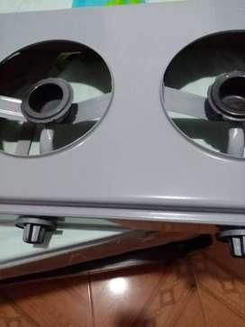 Vendo estufa de 2 orillas agas y eestrator de jugos solo tiene un usada