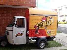 Se vende motocarro adaptado para la venta de comida rápida (foodtruck)
